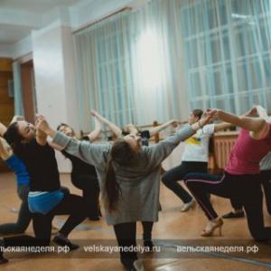 На репетиции образцового ансамбля современного бального танца «Радуга»